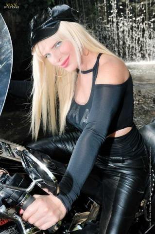 Cicciolina in moto
